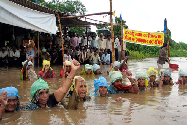 Khandwa: Unmoved by police crackdown, protesters continue to observe 'Jal Satyagraha'