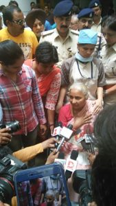 IMPORTANT UPDATE / Medha Patkar arrested again on her way to Badwani